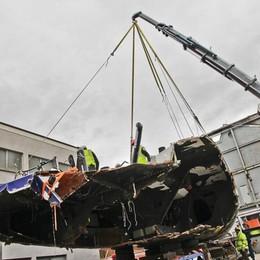 Scafo distrutto alla Volvo Ocean Race L'arrivo nei  cantieri Persico - Video