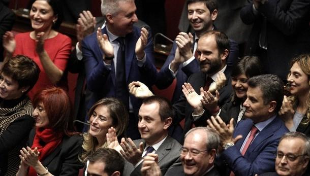 Boldrini proclama eletto Mattarella