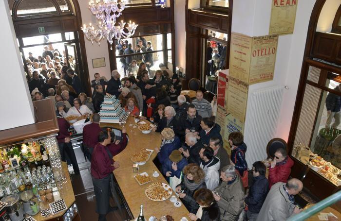 Folla per la riapertura del Balzer