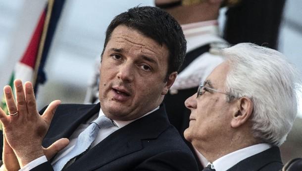 Mattarella: Renzi twitta, W l'Italia