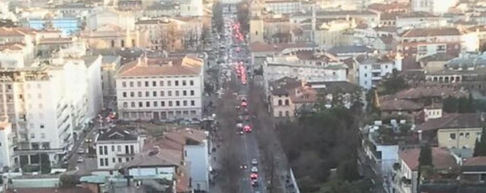 Föhn, ecco la primavera d'inverno A Bergamo assalto al centro e ai saldi
