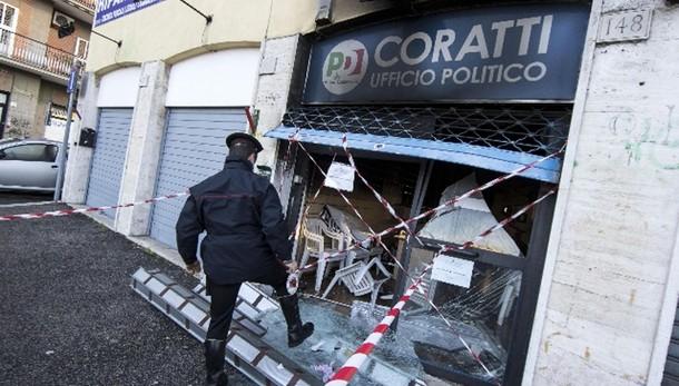 Mafia Roma: attentato in sede Pd-Coratti