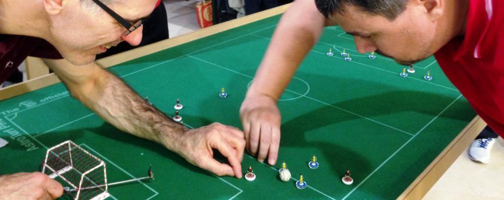 Subbuteo,   il mitico gioco piace ancora Da mezza Italia per la sfida a Stezzano