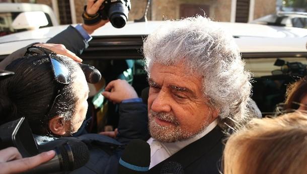 Grillo: Cav ventriloquo, Renzi burattino