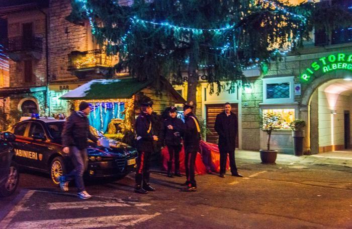 Trescore, i carabinieri davanti all'albergo Della Torre dove è stato ucciso Hassan Mahsouri