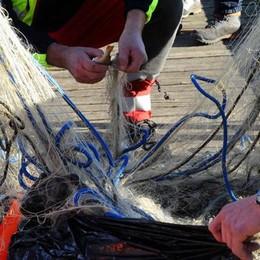 «Pesca di frodo e abusivi»  Sul lago come nel Far West