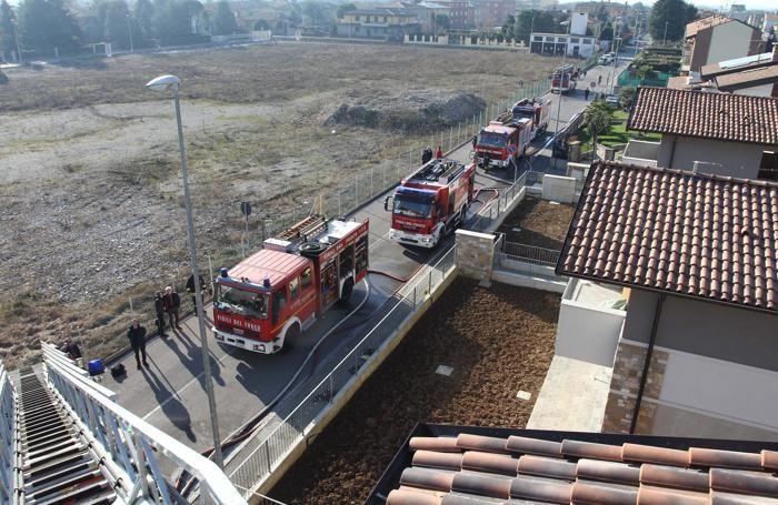 I pompieri in azione a Comun Nuovo