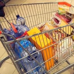 Carrello della spesa, è deflazione Alimentari e casa, prezzi giù: - 0,2%