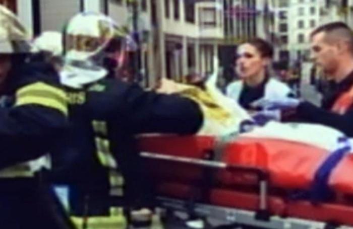 Un fermo immagine tratto da Sky TG 24 mostra i soccorsi dopo l'attacco ANSA- SKY TG24