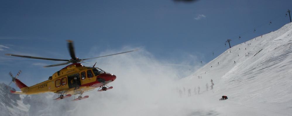 Cade sulla neve e perde i sensi Grave uno sciatore di 15 anni