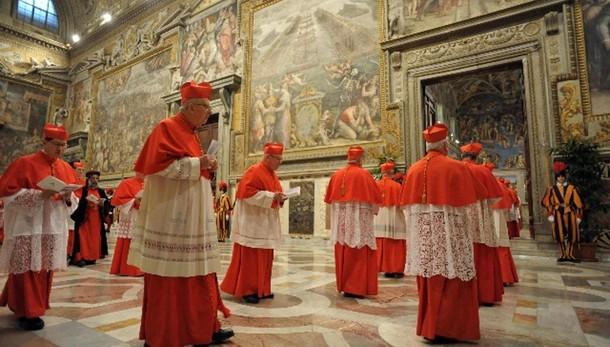 Papa: progetto aumento elettori Conclave