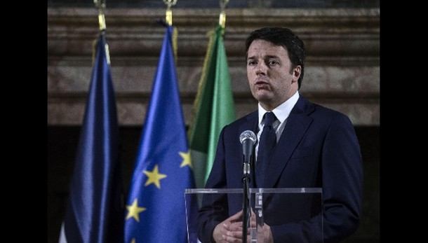 Renzi, domenica a Parigi con Hollande