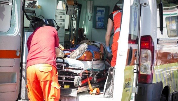 Dimesso da ospedale, 14enne muore a casa