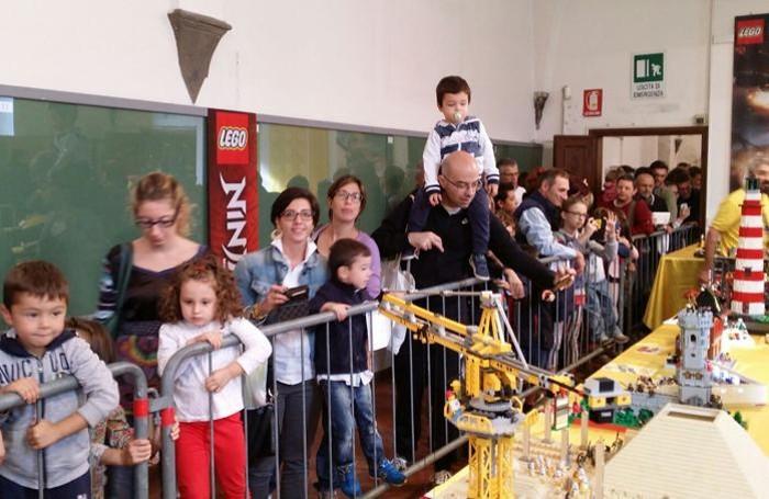Mattoncini Lego a Bergamo, un successo