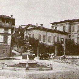 Piazza Carrara e l'alpino sparito Che fine ha fatto il monumento?