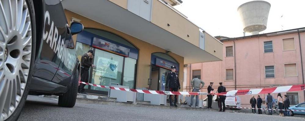Bariano: banda del botto alla Popolare Via i soldi, danni ingenti alla filiale