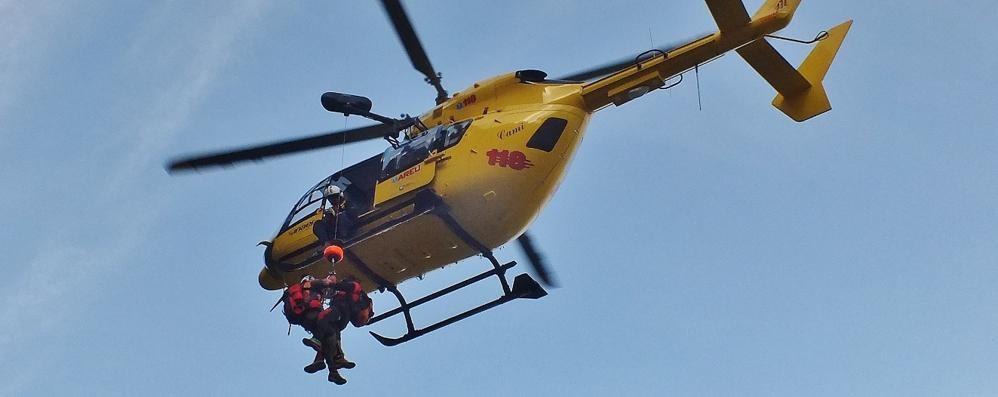 Bloccati in cordata nella nebbia  Task force di soccorso: salvi due alpinisti