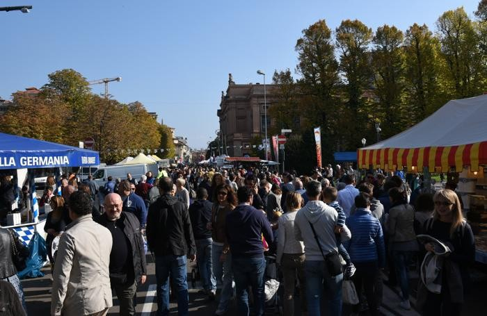 Mercatanti, domenica Bergamo nel caosFoto Bedolis