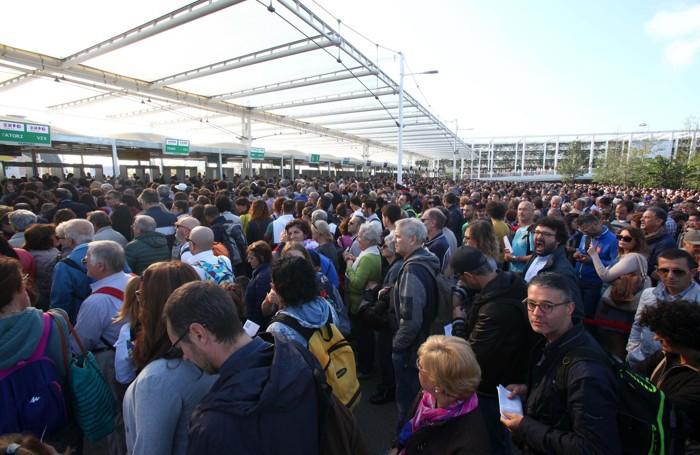 Code di Visitatori all'ingresso di Expo 2015 sabato 10 ottobre 2015