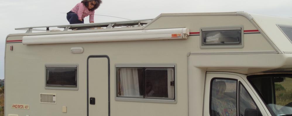 Era a Milano per assistere il fratello Le rubano il camper davanti all'ospedale