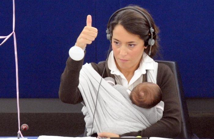 Licia Ronzulli al Parlamento europeo con la figlia