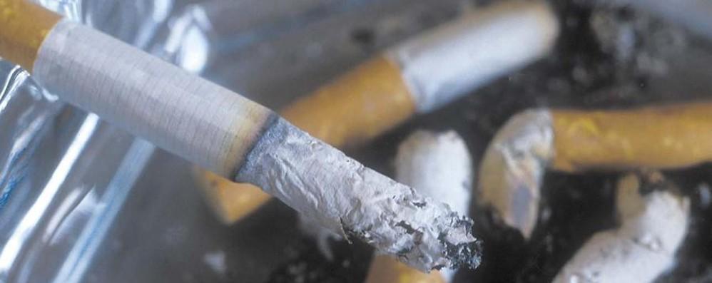 Fumo, stop in auto con bimbi e mamme Foto choc e addio ai pacchetti da 10