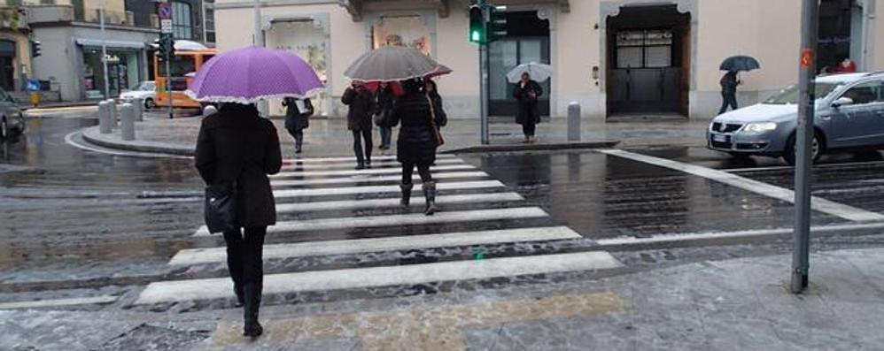 Meteo, in arrivo piogge intense (e neve)  Bergamo: mercoledì 50-60 millimetri