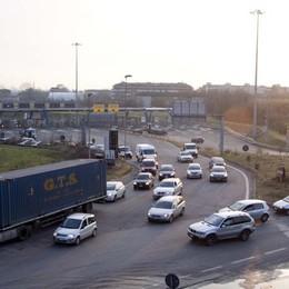 Il pericolosissimo rondò dell'autostrada L'idea di un lettore: spezziamo la rotonda