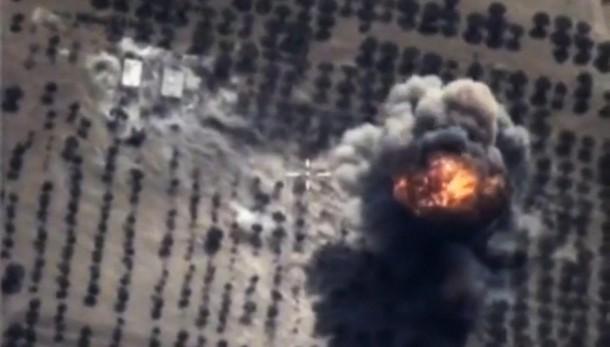 Siria: centinaia in fuga dopo raid russi