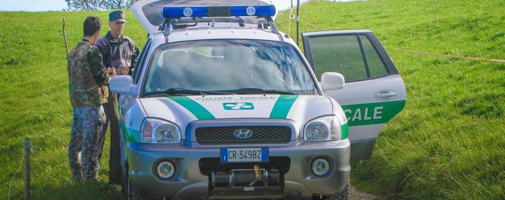 Caccia illegale di sei bresciani a Schilpario Molti illeciti a loro carico, armi sequestrate
