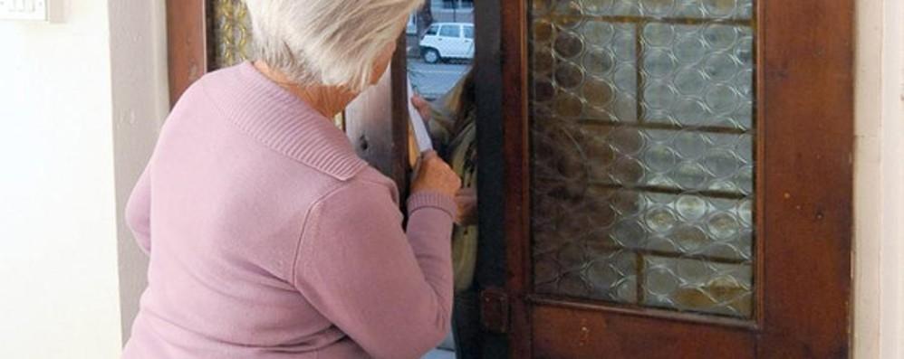 «C'è un pacco per suo figlio» Pensionata truffata in Malpensata