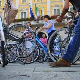 La bici piace sempre più: +11,5 % in città Ma è allarme  per i furti - Ecco il report 2015