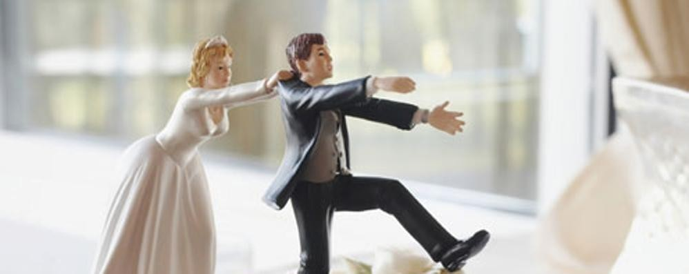 Lui ha un'altra, salta il matrimonio La Cassazione: risarcisca tutte le spese