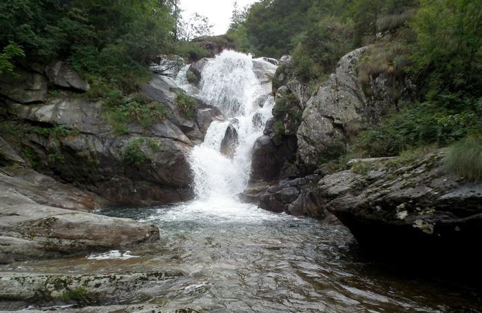 Valgoglio - Val Sanguigno - cascata nel torrente Goglio