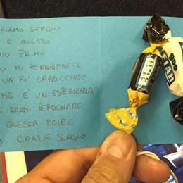 Il primo volo del piccolo Sergio e le caramelle per i passeggeri