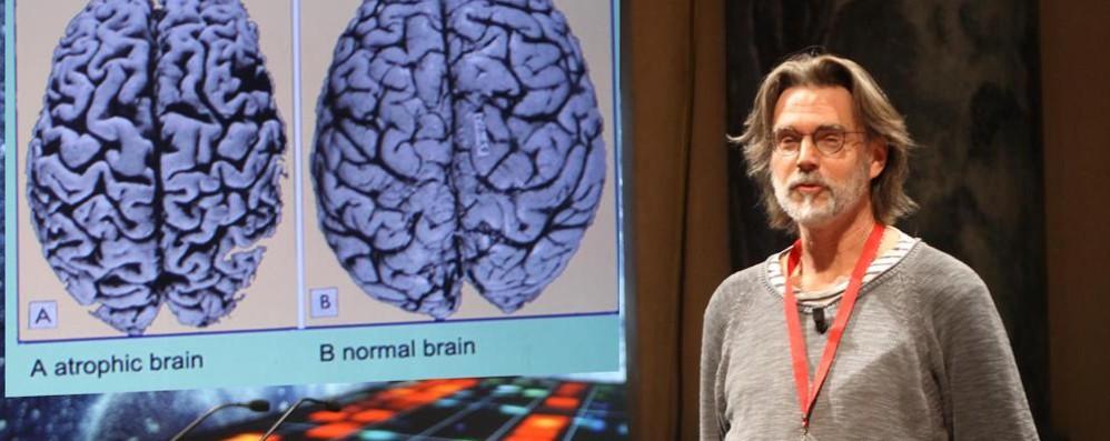 Due segreti per invecchiare bene: usare la testa, evitare stress eccessivi