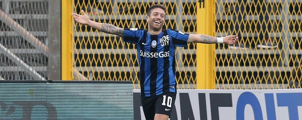 Magia  di Gomez: gol sul corner - Video Palanca, Maradona e Recoba sul podio