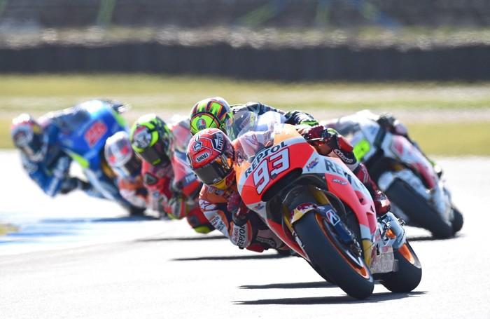 Una bella foto del Gp di Australia con Marquez al comando