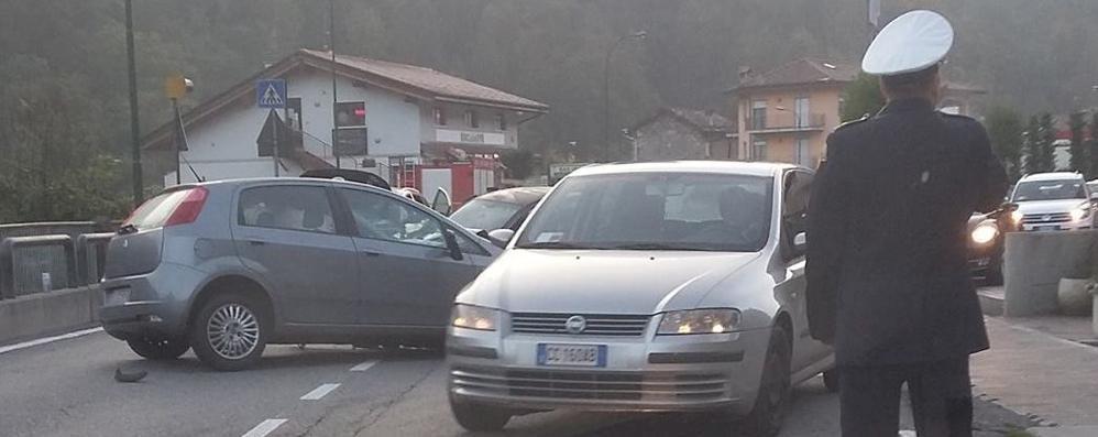 Incidenti, code in Valle Brembana Due feriti seri a Calcinate