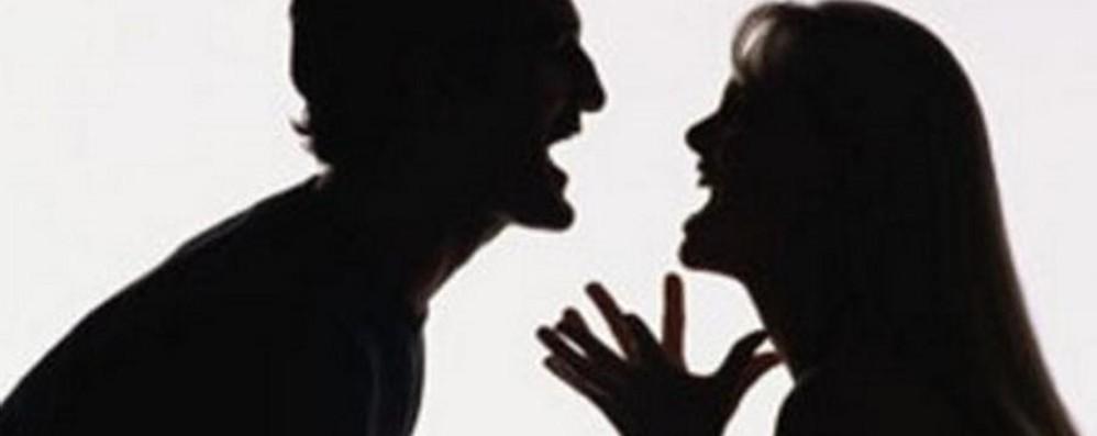 «Evade» dai domiciliari in pantofole «Portatemi via, non sopporto mia moglie»