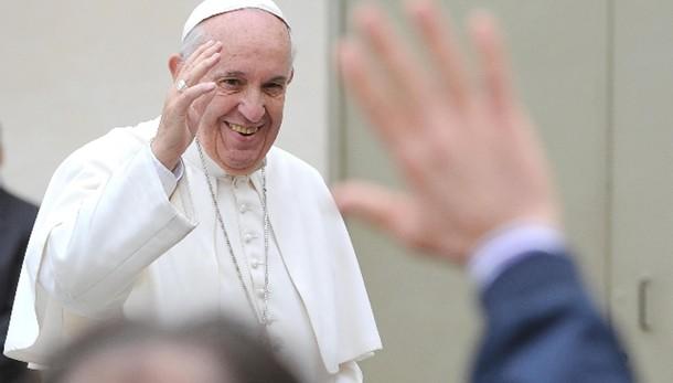 Papa: crea dicastero laici-famiglia-vita