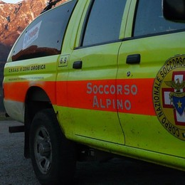 Scivola sul sentiero in mountain bike Ciclista ferito soccorso a Caprino