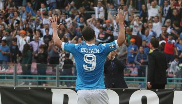Calcio: Napoli batte Chievo, è secondo