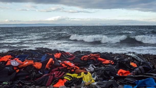 Naufragio Grecia, morti due bambini