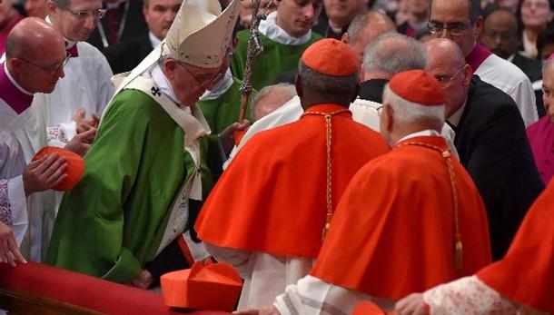 Papa visita card Etchegaray al Gemelli