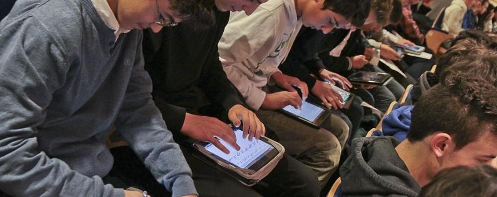 Tablet in classe? Aiutano i ragazzi Una ricerca: risultati scolastici migliori