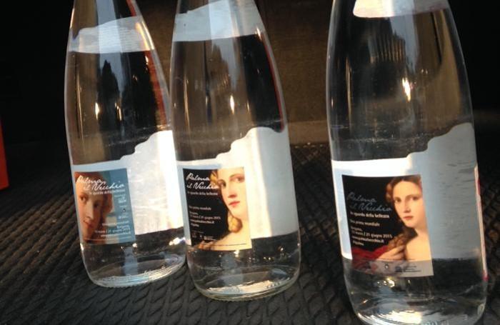 Bottiglie di acqua Bracca del 2014 con l'etichetta dedicata a Palma Il Vecchio