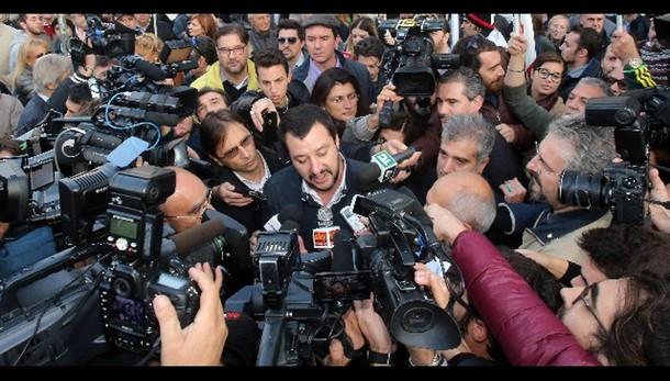 Roma: Salvini, Marino lasci, è comica
