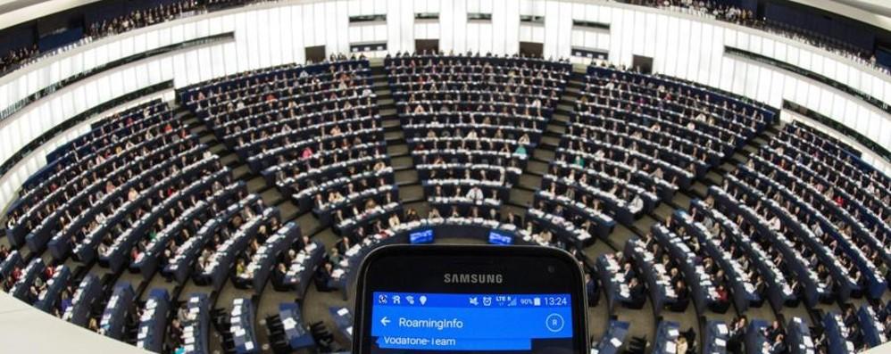 Fine del roaming, il sì dell'Europa Ma succederà a giugno 2017