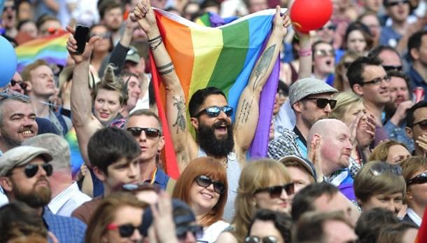 Nozze gay: giudice, applicata legge